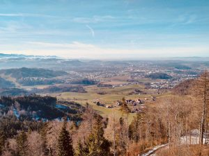 Read more about the article Bantiger – panoramic Alpine views and cliff houses near Bern