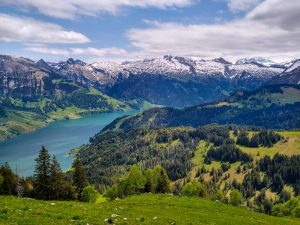 Gross Aubrig: Hiking, Lake and Mountain Views near Zurich