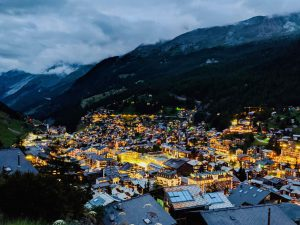 Easy Town Hike in Zermatt – The Glowing Cross